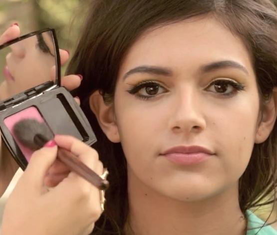Eye Makeup Sunshine Eyes - Apply Blush