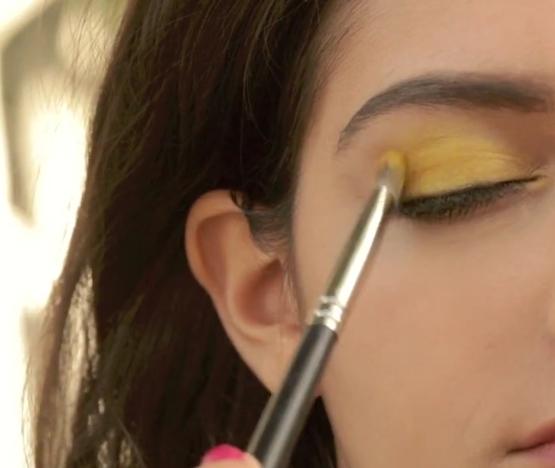 Eye Makeup - Sunshine Eyes - Apply Yellow Eye Shadow - Cover Upper Eye Lid