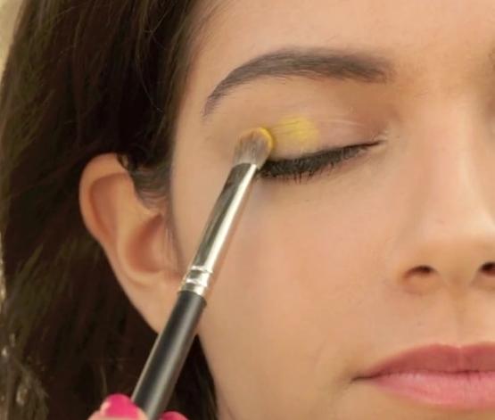 Eye Makeup - Sunshine Eyes - Apply Yellow Eye Shadow