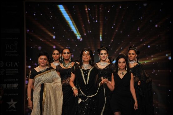Juhi Chawla along with Saumya Khurana and Vijaya for Kays Jewels Traditional Jewelry Show