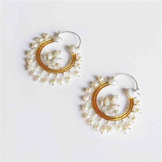 White Pearl in Glod Earring