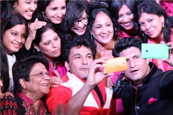 group-selfie-time-with-chef-vikas-khanna-and-rajiv-makhni