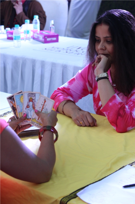 Nidhi Getting Tarot Cared Read